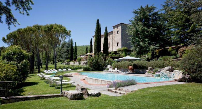 piscina-esterna-castello-assisi
