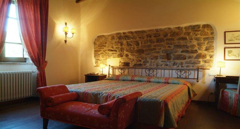 castello-assisi-interno-camera-matrimoniale