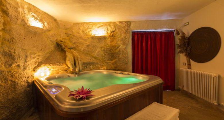 interno-spa-vasca-idromassaggio-castello-assisi