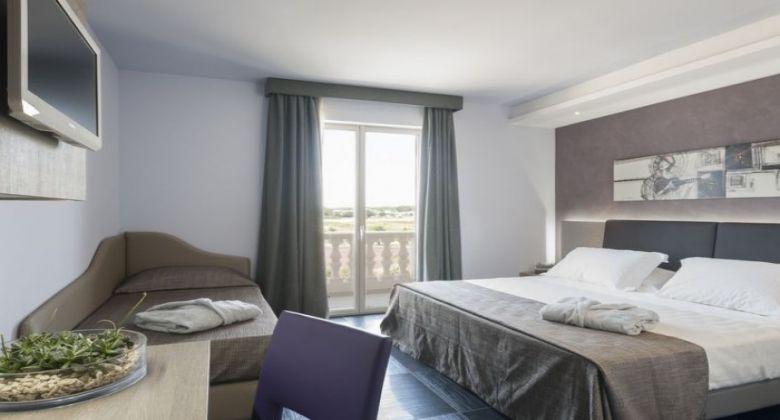 Camera-deluxe-hotel-porto-cesareo
